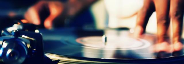 music-hands-vinyl-dj-2560x1600-wallpaper